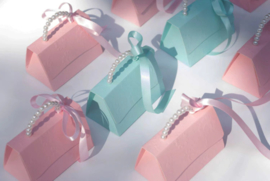 Giftbag With Pearl String and Ribbon Medium