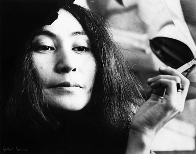 Yoko Ono door Gijsbert Hanekroot