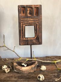 Ornament hout op metalen voet