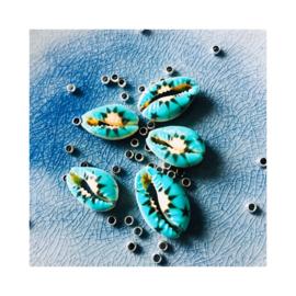 Blauwe bloem - Kauri schelpenbandje (een schelpje)