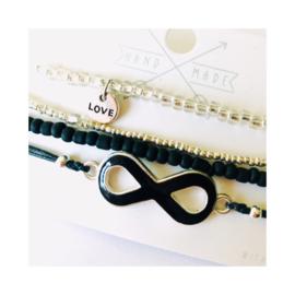 Zwart 'love' - zilverkleur