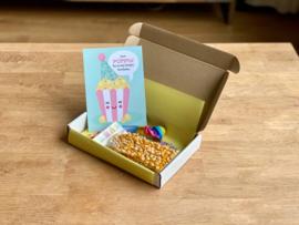 Just POPPIN by to say happy birthday box (roze)   Snoepboxen