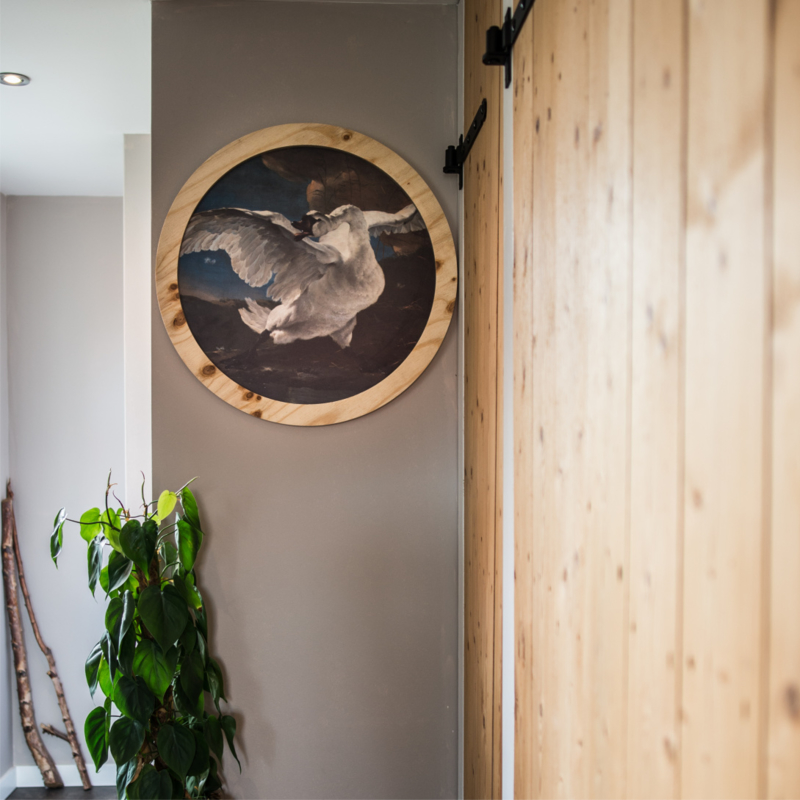 Zwaan rond met houten lijst