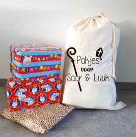 Cadeau zak sinterklaas met 2 namen ecru