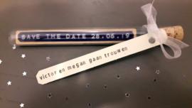 Save the date met datum huwelijk - Flessenpost