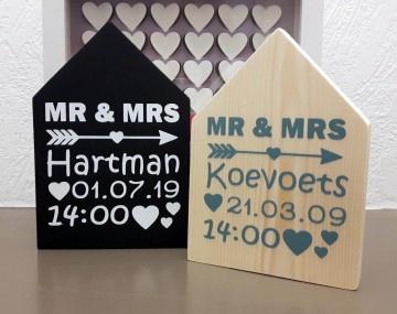 Houten huisje met data huwelijk