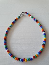 Gekleurd armbandje of enkelbandje