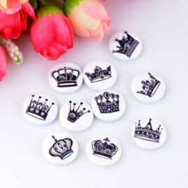 Witte houten knopen met kroontjes 10 stuks
