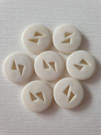 Witte ronde knopen met driehoekjes 7 stuks