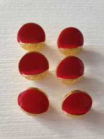Rode knopen met goud. 6 stuks