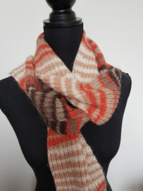 Oranje bruine sjaal