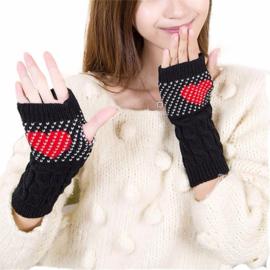 Zwarte handwarmers met rood hart