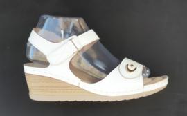 YQ 2002 sandaletten wit  maten 36 t/m 41