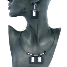Houten ketting en oorbellen ebbenhout