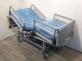 275 PCS. VOLKER 3-SECTION ELEKTRIC HOSPITALBED NR 00E