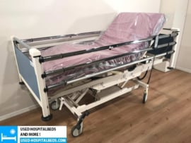 2 PCS. SCHELL 3-SECTION ELEKTRIC USED HOSPITALBEDS NR 09B