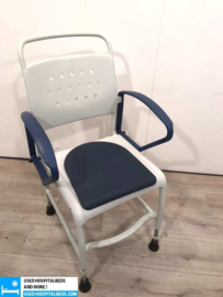 TOILET CHAIR WITH INSTALLABLE HIGHT
