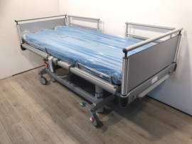 275 PCS. VOLKER 3-SECTION ELEKTRIC HOSPITALBED NR 00E