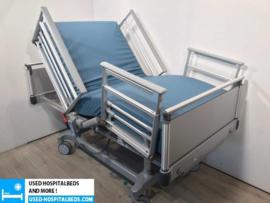 3 PCS. VOLKER 3-SECTION ELEKTRIC HOSPITALBED NR 00C EXTRA WIDTH