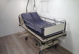 15 PCS. OOSTWOUD OPTI CARE NOVA 2-SECTION HYDRAULIC CHILDREN HOSPITALBED NR 10