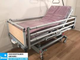 25 PCS. VOLKER 3-SECTION ELEKTRIC HOSPITALBED NR 00B