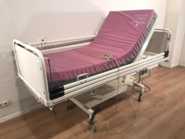 16 PCS. SCHELL 2-SECTION ELEKTRIC HOSPITALBED NR 04B