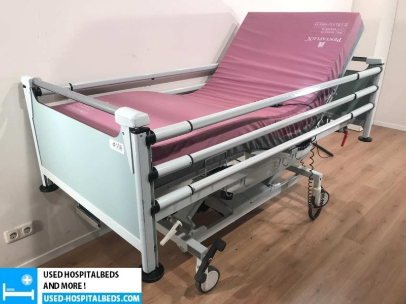 34 PCS. SCHELL 3-SECTION ELEKTRIC USED HOSPITALBEDS NR 09A