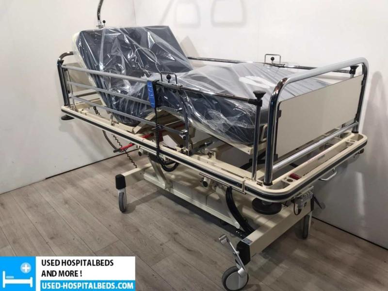 350 PCS OOSTWOUD 3-SECTION ELEKTRIC HOSPITALBED NR 16