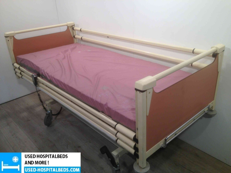 23 PCS. SCHELL 3-SECTION ELEKTRIC HOSPITALBED NR 07