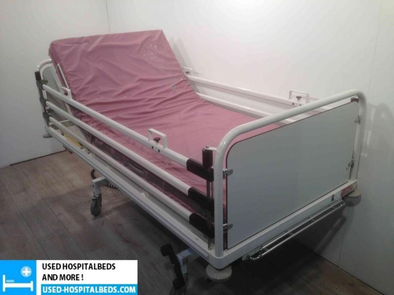 10 PCS. SCHELL 2-SECTION ELEKTRIC HOSPITALBED NR 04