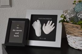 Lijst (zilver) met handje, voetje, naam en datum