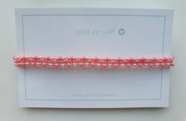 Geknoopte armband met miyuki glaskralen zalm roze