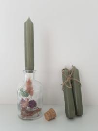Vaasje met droogbloemen en kaars (middel)