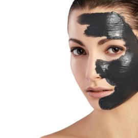 Zuiver een vette, glimmende en onrustige huid en verminder grove poriën