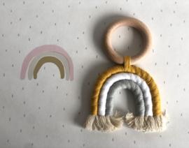 Regenboog speeltje geel - wit - mintgroen