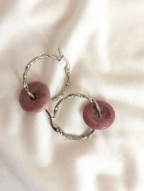Oorbellen twisted roze jade zilver