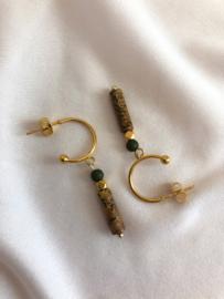 Oorbellen halve ringen nastuursteen olijf goud