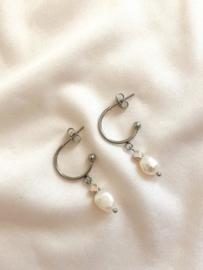 Oorbellen halve ringen parel zilver