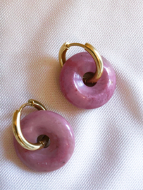Oorbellen kleine ringen roze jade goud