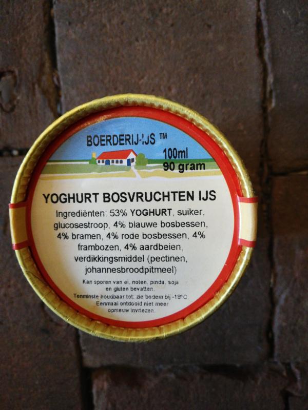 Boerderij ijs Yoghurt Bosvruchten ijs.