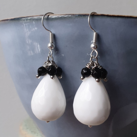 Oorbellen met witte en zwarte onyx