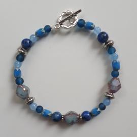 Armband met mooie glaskralen in blauw tinten