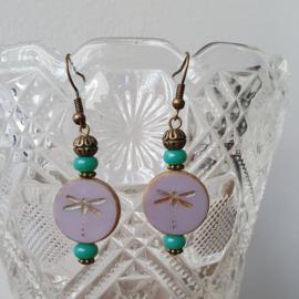 Oorbellen met libelle kraal lila of lichtblauw