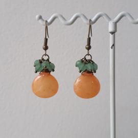 Oorbellen met oranje jade en aventurijn kralen