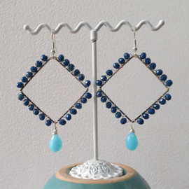 Vierkante hoops oorbellen met blauwe kristal kralen