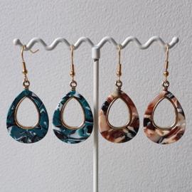 Oorbellen met hangers van resin