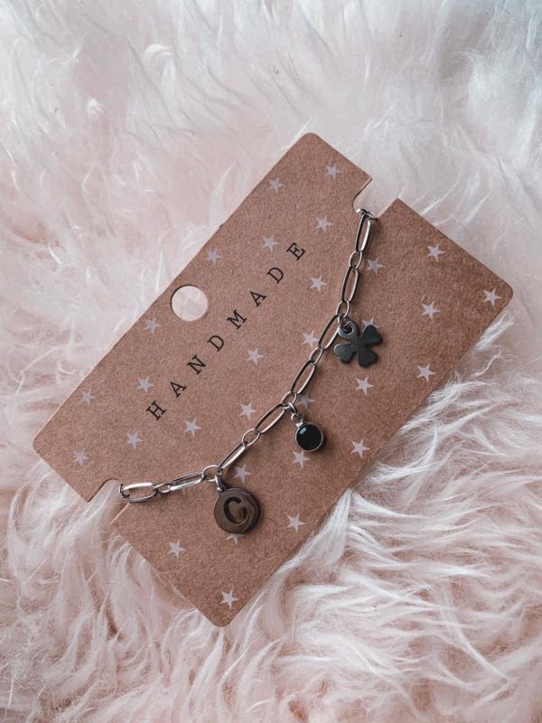 Armbandje handmade met initiaal - zilver