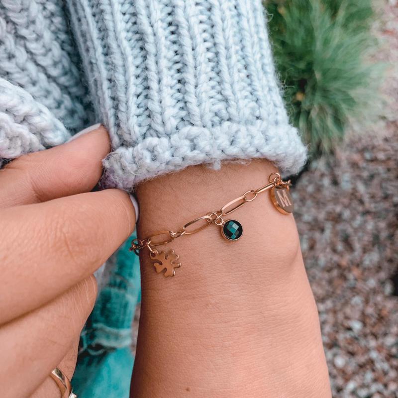 Armbandje handmade met initiaal - goud