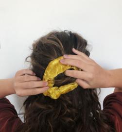 Scrunchie yellow velvet