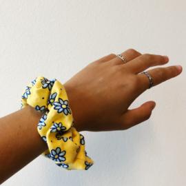 Scrunchie blue daisy